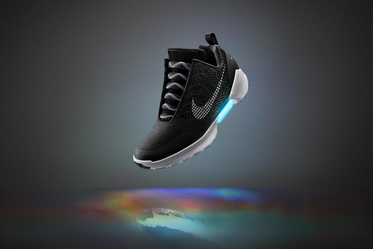 a9e4621e На рынке появились первые в мире самозашнуровывающиеся кроссовки Nike